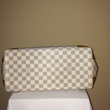 Louis Vuitton Damier - bottom