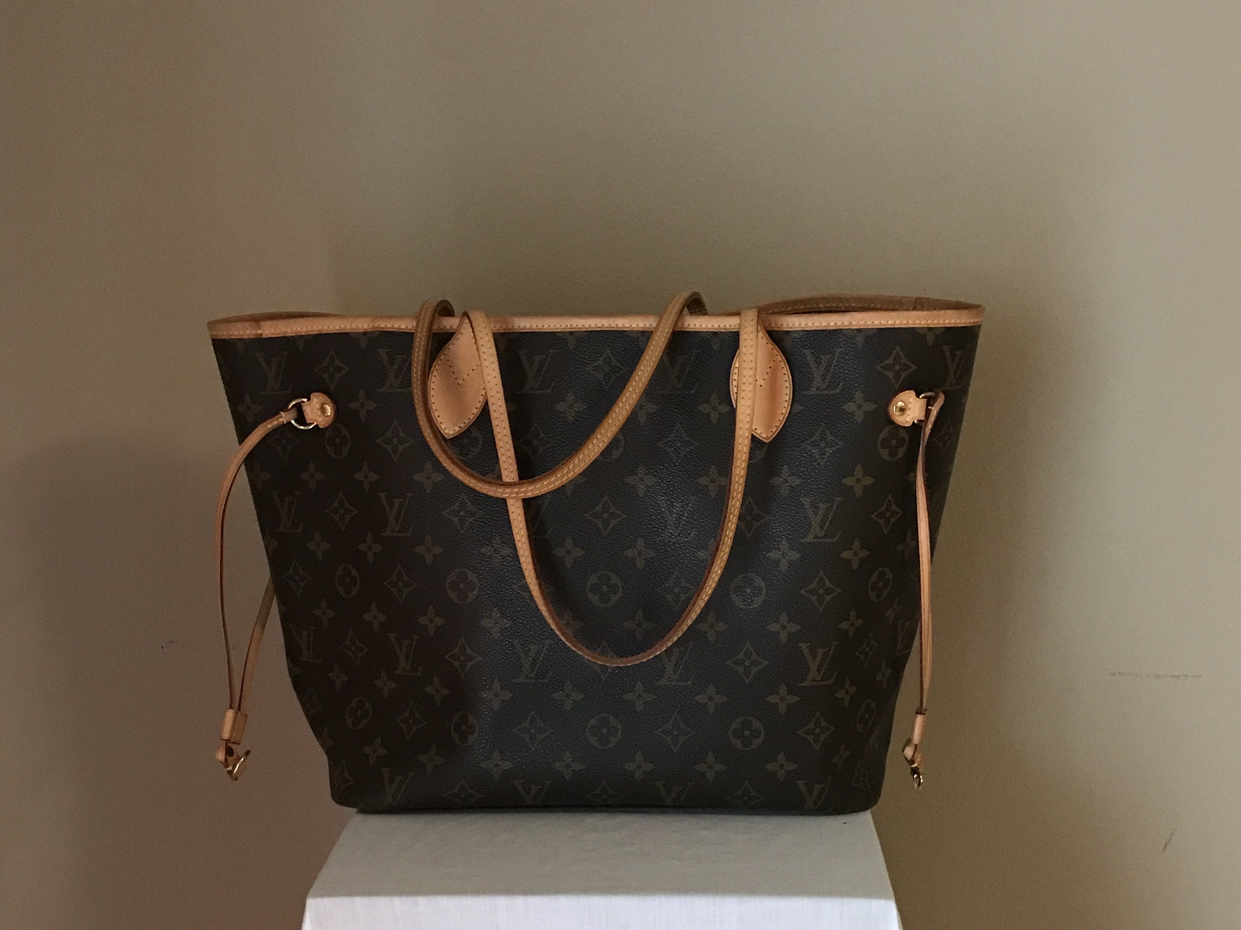 Louis-Vuitton-Neverfull-front